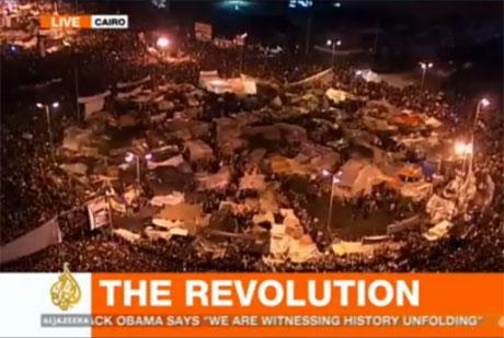 Al-Jazeera-Screenshot vom Kairoer Platz der Befreiung mit Schriftzug 'Revolution'