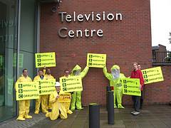 Anti-DRM-Demonstration vor der BBC