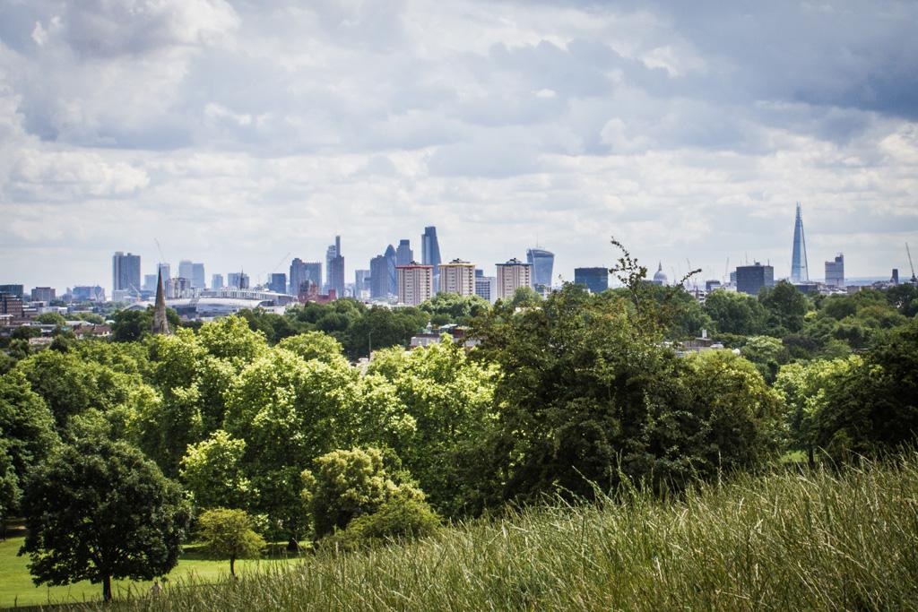 Blick auf die Londoner Skyline von Primrose Hill
